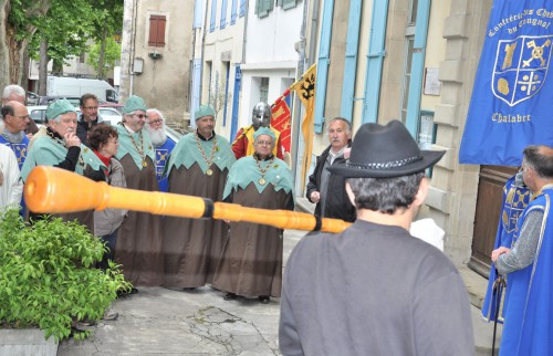 Confrérie Tougnol Ascension 29 mai 2014 Mairie.jpg