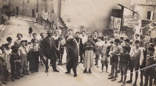 1925, Un ours au Pont du Blau.jpg