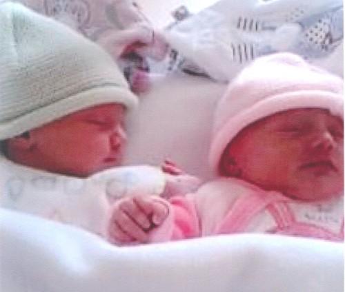 Gomez Twins bis.JPG
