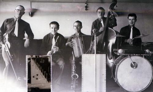 Saint-Girons Orchestre le Novelty 1949.JPG