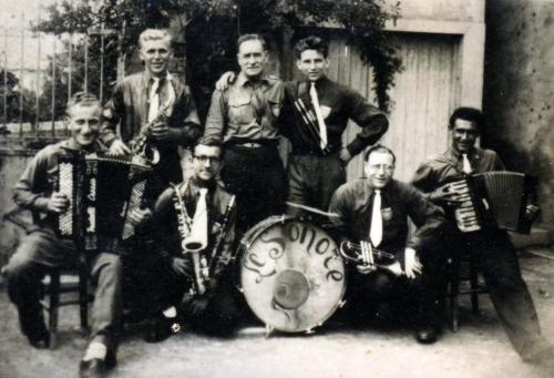 Fêtes à Tréziers 1946 Orchestre Le Sonore.jpg